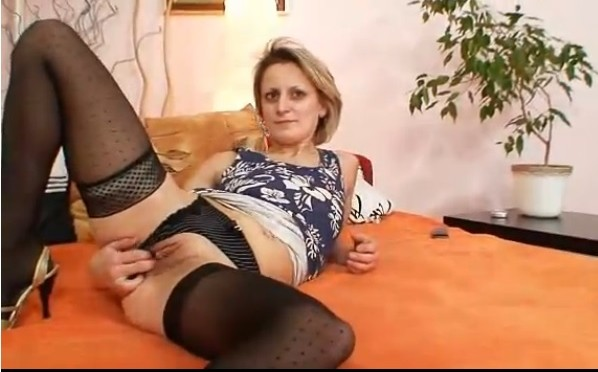 Mature Woman Masturbates Herself And Moans