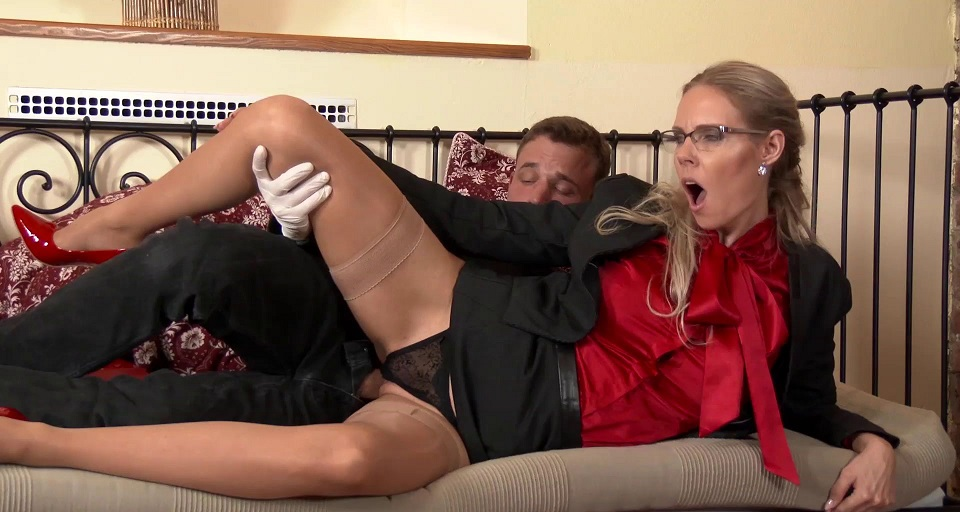 Milf Fucked in Her Clothes [1080p]