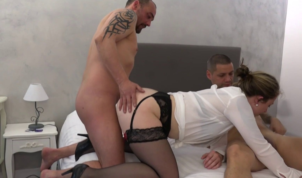 Milf Fucked by Multiple Guys on Bed [1080p]