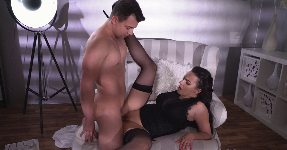Milf in Stockings gives her pussy [1080p] [HD]