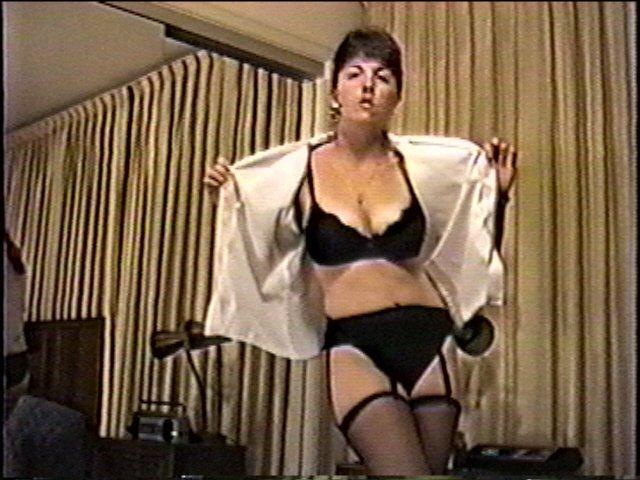 Vintage Amateur Milf Tabitha's Striptease