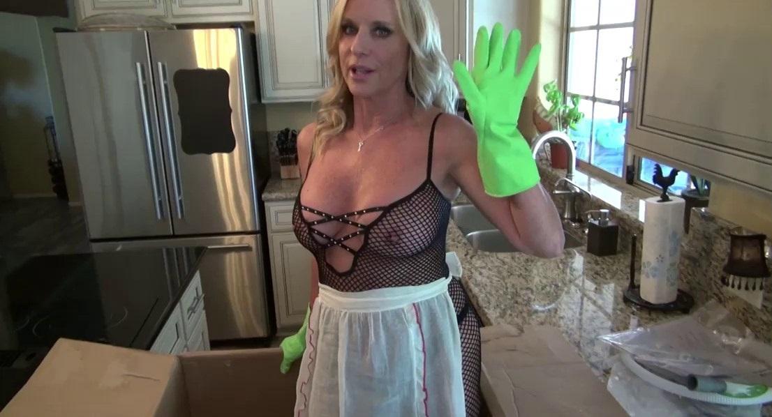 Milf Housewife Jodi's Handjob
