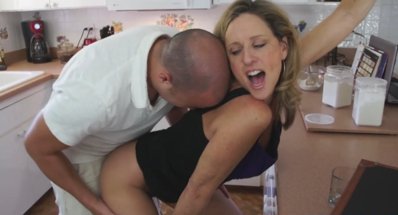 Secret Fuck with his MILF [1080p] [HD]